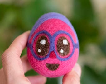Needle felted Easter Egg Purple Pink Spring Decor Ornament egg with eyes and glasses Decoration Cottage table spring decor easter gift idea