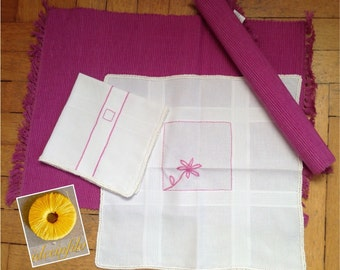 Pair of placemats with napkins