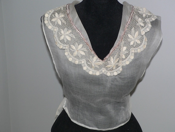 Beautiful Antique Victorian Edwardian Lace Dickie