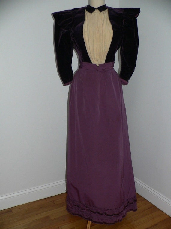 Antique 1890's  - 1900 Deep Purple Velvet and Moir