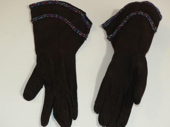 1940's Dark Brown Suede Gauntlet Gloves w Beading - image 4