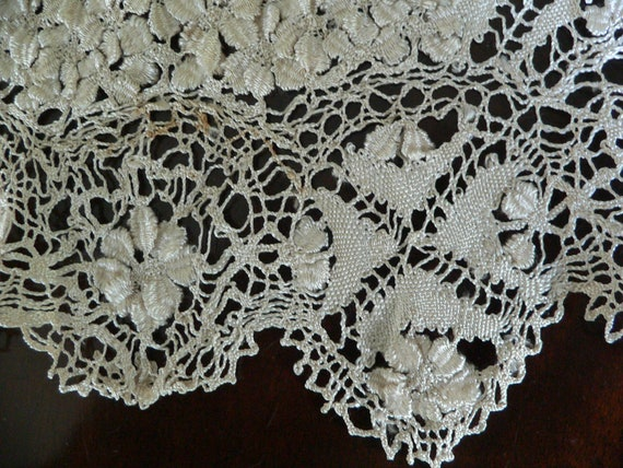 Antique Silk Maltese Lace Bertha Collar, Large Ma… - image 10