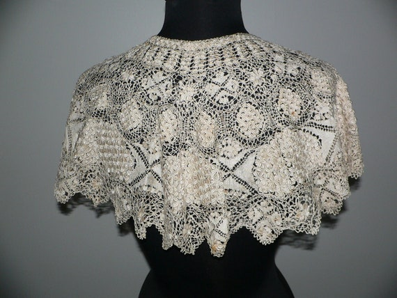 Antique Silk Maltese Lace Bertha Collar, Large Ma… - image 2