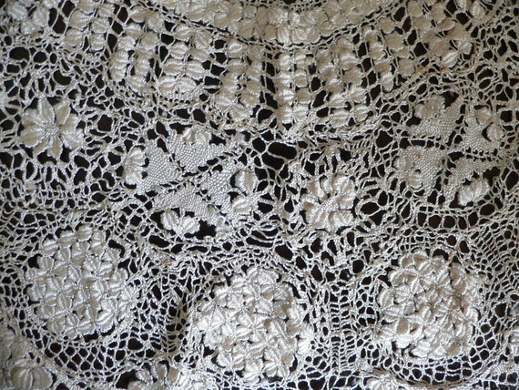 Antique Silk Maltese Lace Bertha Collar, Large Ma… - image 5
