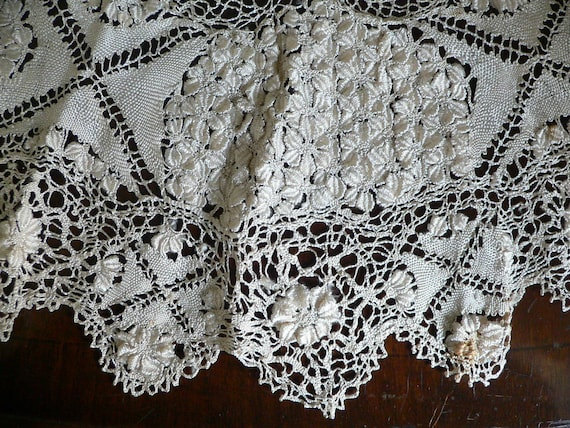Antique Silk Maltese Lace Bertha Collar, Large Ma… - image 4