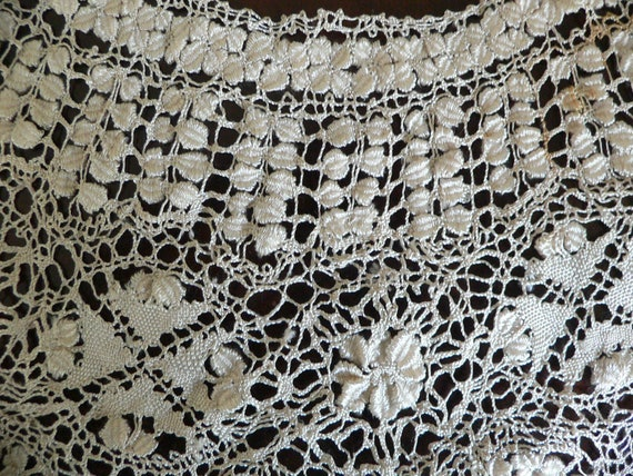 Antique Silk Maltese Lace Bertha Collar, Large Ma… - image 9