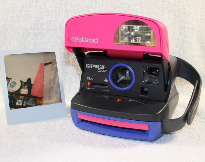 Spice Cam Polaroid Express Camera With Built In Flash And Close Up Lens