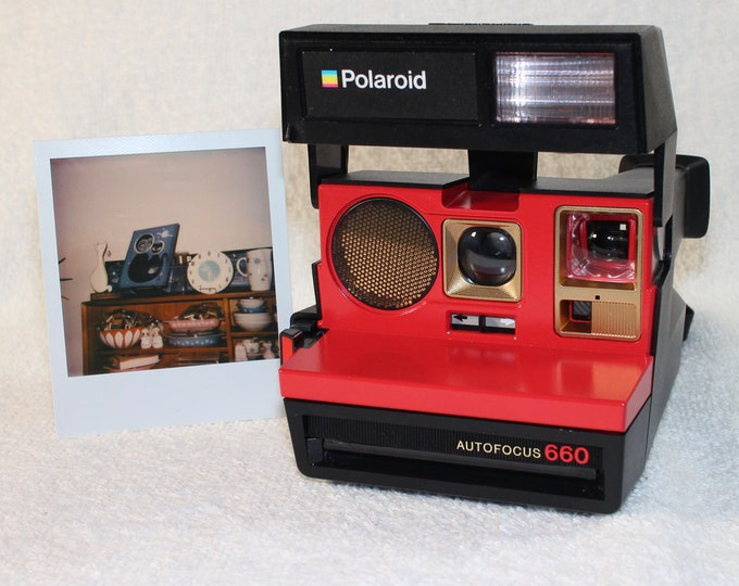 Autofocus Polaroid 660 - refreshed, cleaned, tested and Upcycled with Red and Gold