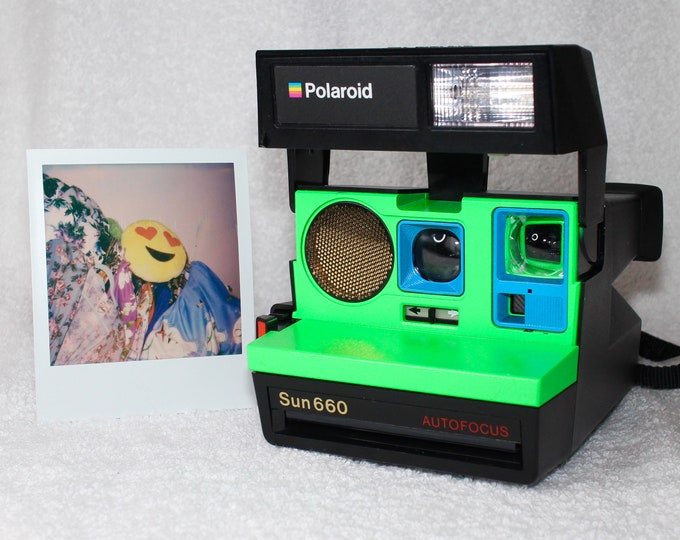 Autofocus Polaroid 660 - cleaned, tested and Upcycled with Neon Green and Blue
