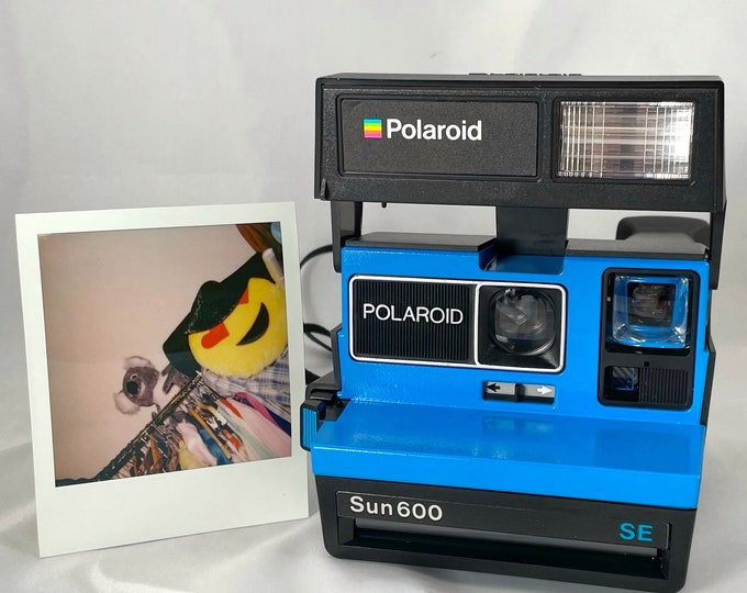 Polaroid Sun 600 SE with Upcycled blue face - Refreshed, Cleaned and Tested