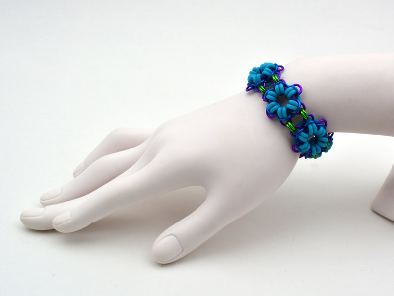 Chainmaille Kit: Hepatica Flower  Intermediate Level  image 0