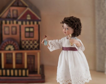 Girl in articulated porcelain, old laces dressed  1:12 scale (dollhouse). OOAK