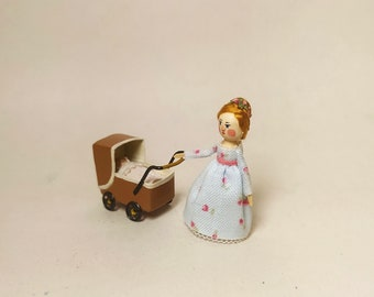 Mini stroller with baby. 1:12 scale