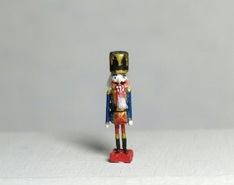 Miniatura Nutcraker With  box. scale 1:12 . 13 mm tall . WHand carved wood . Hand painted