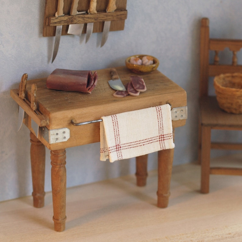 Robust chopping table with turned legs scale 1:12. Making image 0