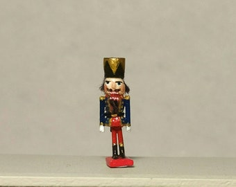 Miniatura Nutcraker With box. scale 1:12 . 18 mm tall . WHand carved wood . Hand painted
