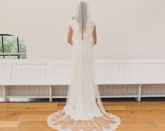 Lace edged veil, lace trim wedding veil, soft veil, eyelash lace veil, single tier veil, English Net veil, Chantilly lace veil | LORAINE