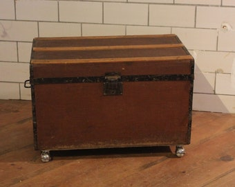 Suitcase with rolls/coffee table