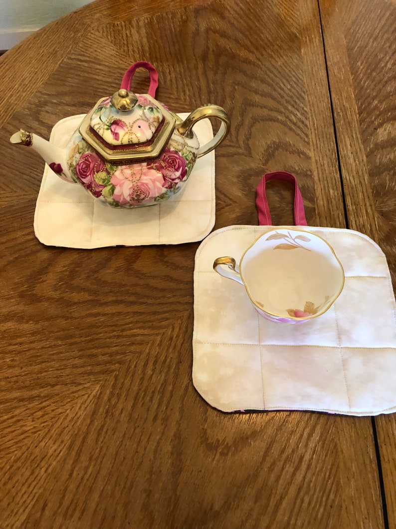 Size 8 Inches Square Hugs /& Hot Cocoa Pot Holders Set of 2