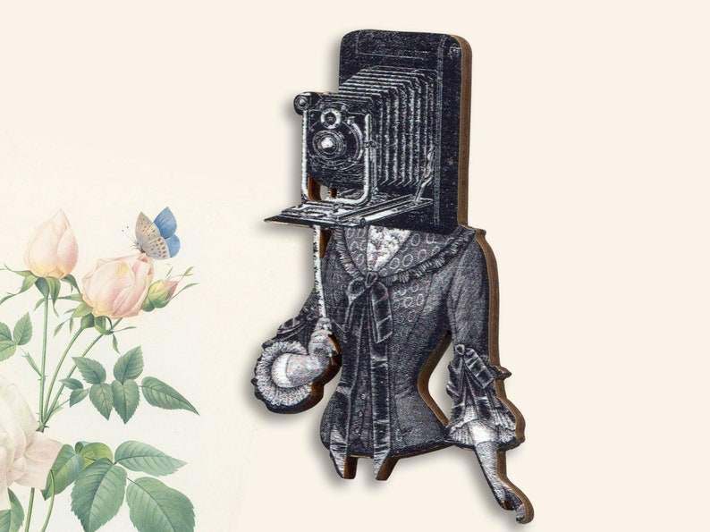Wooden brooch pin ME MYSELF EYE costume victorian art d\u00e9co steampunk camera old selfie woman gift jewelry burlesque 20s 30s