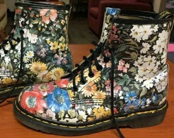 f6722656f3a Vintage Doc Marten Boots 90s Vintage Floral Daisy Flowers Sienna Miller  Retro Made in England RARE UK