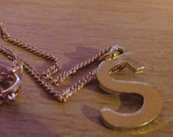 """vintage goldtone letter 3/4""""high S pendant 1/2""""wide on 16""""goldtone chain in good condition"""