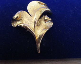 """vintage beautiful goldtone three leaf brooch 2""""high x 1.5""""amazing quality and condition"""