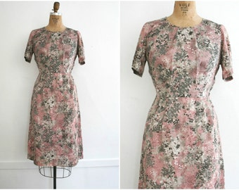 1950s | Vintage 50s Floral Day Dress in Pink & Taupe | Size M