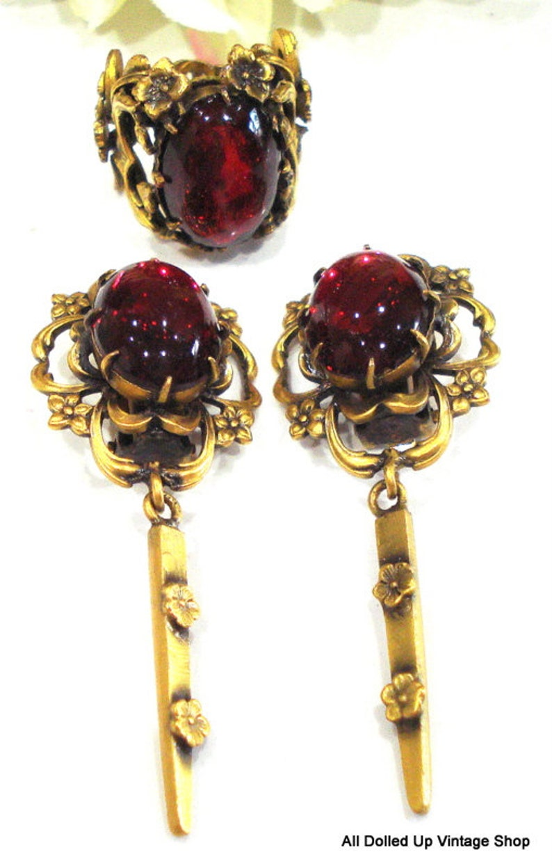 BEAUTIFUL Set VICTORIAN REVIVAL Ring Clip Earrings Antiqued Gold Tone Flowers 18x13mm Glass Ruby Ovals Dangles
