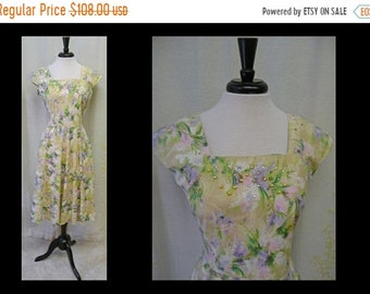 30% OFF ENTIRE STORE Vintage 1950s Charming Pink Watercolor Floral Print Dress