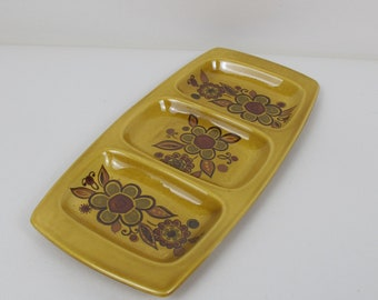 Lovely Palissy divided dish. Ceramic, made by Royal Worcester. Stylised seventies flowers. Party snacks dish, serving dish, retro dining