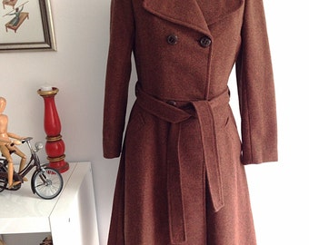 Vintage 60s brown wool coat, double Breasted Pea Coat, 4 buttons and belt. Size 42
