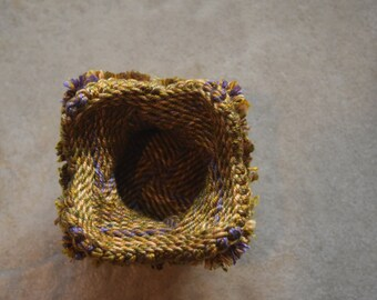 Unique Ply-Split Vessel, small basket for special items (jewelry) – Glowing Green