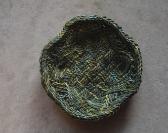 Unique Ply-Split Vessel, small basket for special items (jewelry) – Green Please