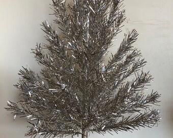 nice full 1960s vintage evergleam 4 foot aluminum christmas tree in box - Vintage Aluminum Christmas Tree