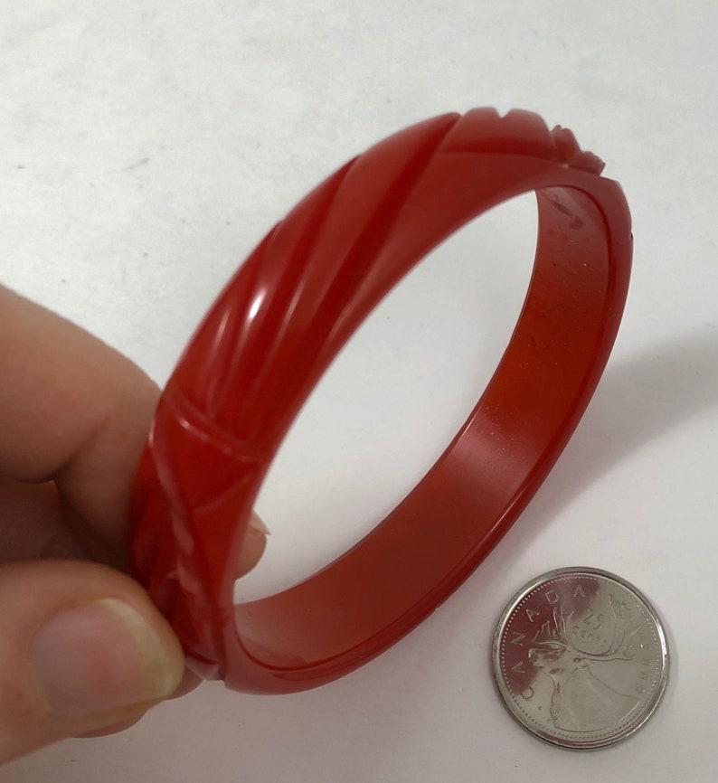 Vintage 1930s Leaf Carved Red Bakelite Catalin Bangle Bracelet
