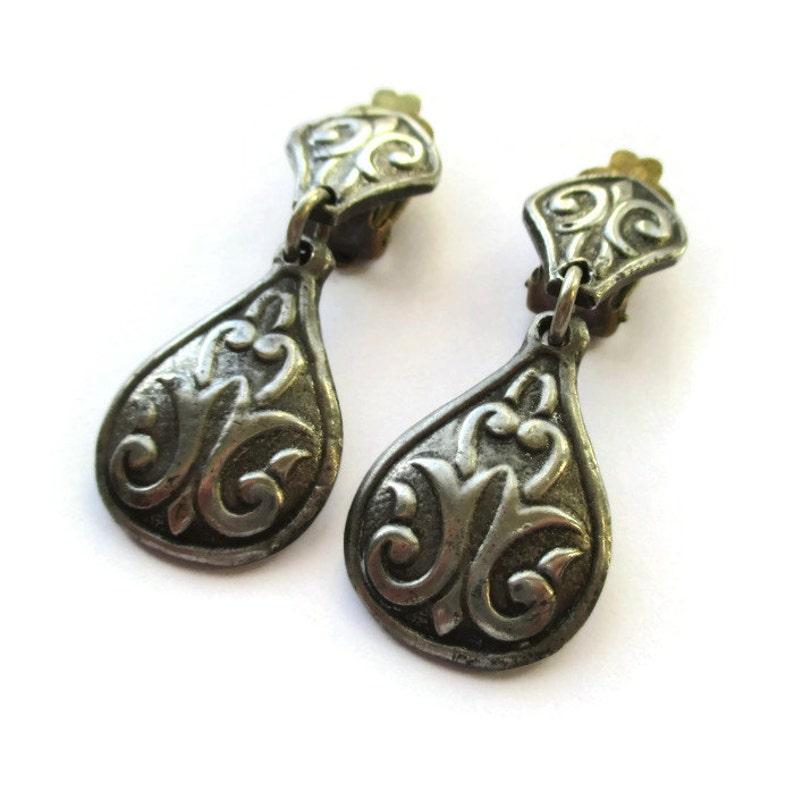 vintage traditional clip on earrings 976 Scandinavian Nordic solje R Tenn Tennesmed Norway cast clipons Norwegian pewter dangle earrings