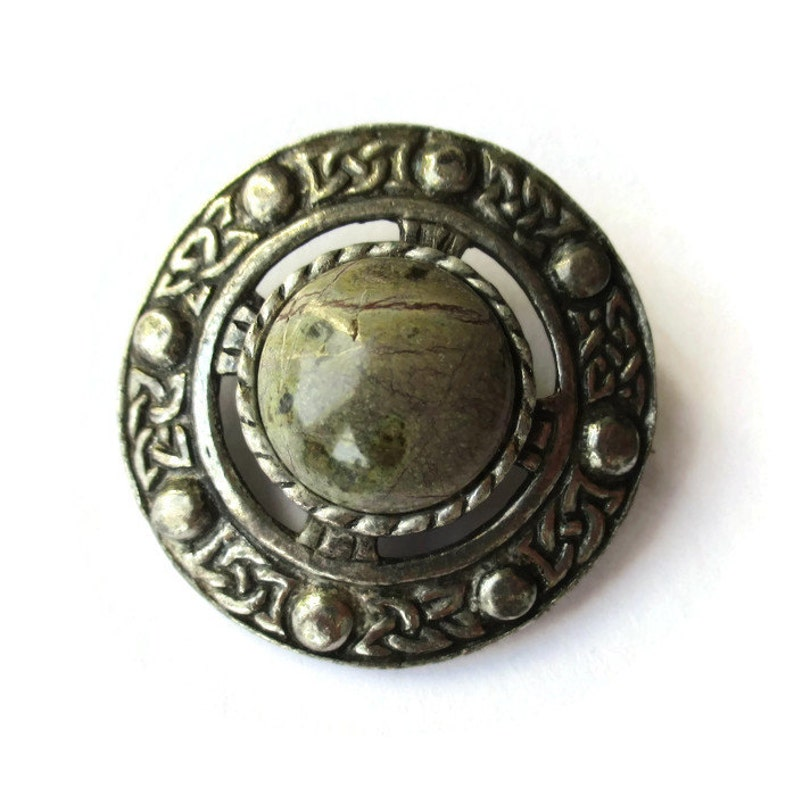 vintage disc brooch marble cabochon Scotland pin shield brooch Scottish hardstone brooch Celtic knotwork #841 traditional clan jewelry