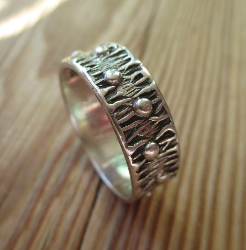 1976 sterling silver ridged bark effect bobbles band 70s Kello Oy Finland stackable ring Finnish Scandinavian 1970s Nordic stacking jewelry