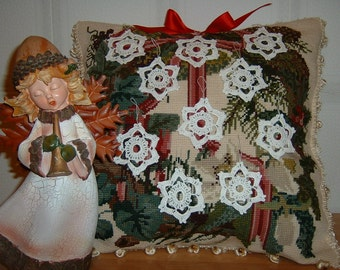 Twenty crocheted Christmas decorations in the shape of stars, white cotton starlets. Crochet House, ideas for Christmas.