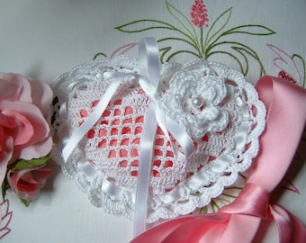 Crochet favor bag. Heart-shaped white cotton favor. Italian wedding. Small crochet bag for wedding