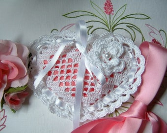 Crochet favor bag. Heart-shaped white cotton favor. Italian wedding. Small crochet bag for wedding