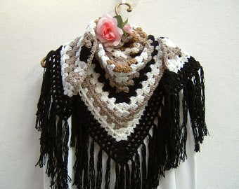 Wool shawl in white, beige, ochre and black crochet-shoulder cover in merino wool with granny-fringed scarf
