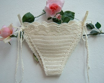 Ivory crochet cotton panties-hippie chic crochet Costume in triangle-beach bottoms with laces-boho sea fashion