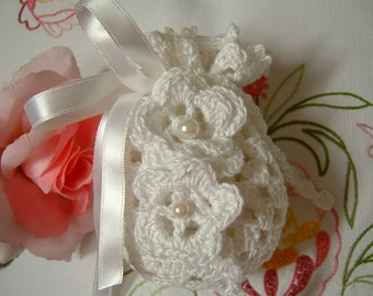 Crochet favor bag. White cotton favor. Confetti door in white lace. Wedding Gift. Romantic Wedding