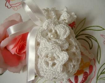 Crochet favor bag. White cotton favor. Confetti door in white lace. Wedding Gift. Romantic Wedding