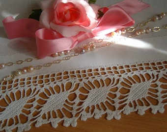 Lace for crochet border with flowering diamonds. Edge to apply. Lace Italian tradition in white cotton. Custom