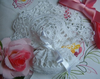 Romantic crochet favor Bag finished with a border of small flowers. Lace confetti, Italian wedding tradition