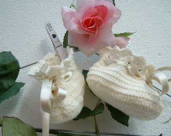 Baby Booties crocheted-slippers of pure ivory merino wool-baby shoes in crochet-baby fashion winter-size 6-9 months