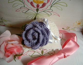 Baby hat made by hand crocheted in white wool with a purple rose applied. Crochet baby fashion romantic and feminine